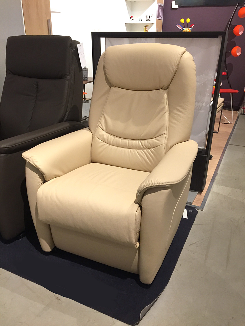 mobilier tendances magasin de meuble tinlot sur la route du condroz li geois return. Black Bedroom Furniture Sets. Home Design Ideas